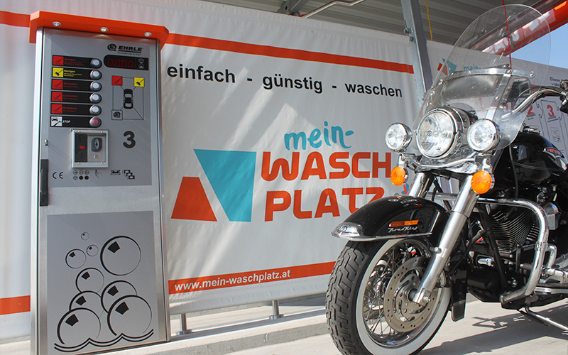 Motorrad auf der Mein Waschplatz Waschanlage